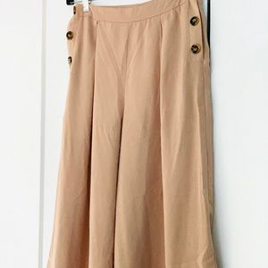 New NastyGal Cropped Pants Size 4